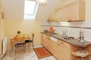 Küche im Deluxe-Appartement**** mit Balkon