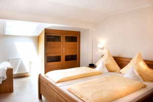 Modernes Schlafzimmer im Deluxe-Appartement**** im Landhaus Cornelia