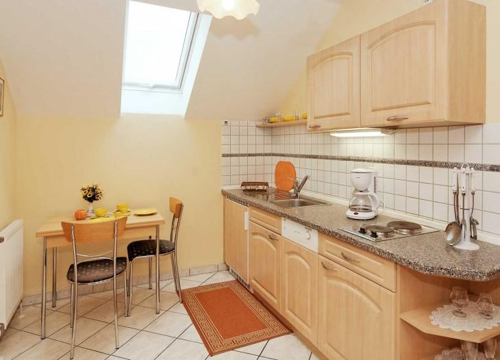 Küche im Deluxe-Appartement **** mit Balkon im Landhaus Cornelia in Bad Birnbach.