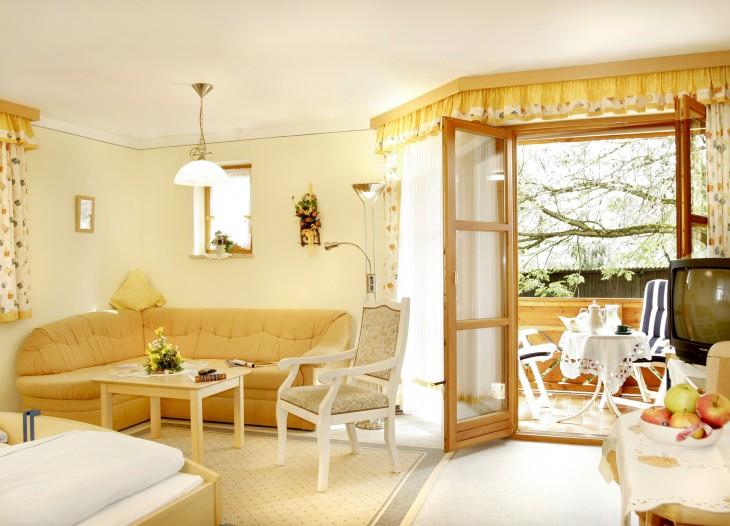 Comfort-Appartement *** mit Balkon im Landhaus Cornelia in Bad Birnbach.