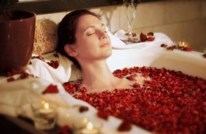 Entspannendes Rosenblütenbad in der Massagepraxis im Landhaus Cornelia in Bad Birnbach