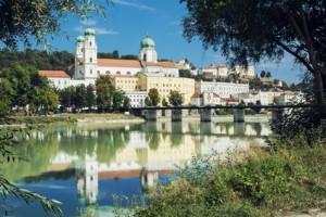Der Dom in der Drei-Flüsse-Stadt Passau ist ein beliebtes Ausflugsziel ab Bad Birnbach.
