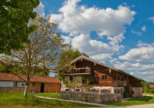 Das Freilichtmuseum in Massing ist ein beliebtes Ausflugsziel, das von Bad Birnbach aus schnell erreichbar ist.