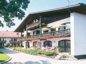 Idyllischer Vierseithof vom Landhaus Cornelia in Bad Birnbach.