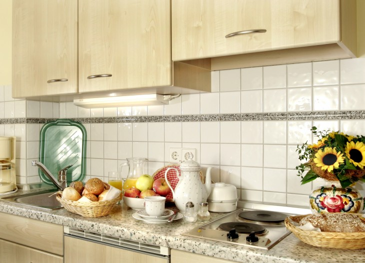 Küche im Comfort-Appartement *** mit Balkon im Landhaus Cornelia in Bad Birnbach.